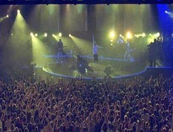 Live performances during their 2002 tour were noted for their use of strobe lighting