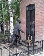 Памятник режиссёру В. Э. Мейерхольду