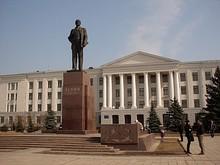 Памятник Ленину на пл. Ленина (ск. Арапов, арх. П. С. Бутенко)
