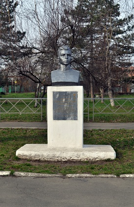 Памятник Герою Советского Союза Александру Матросову в Краснодаре.
