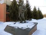 Памятник хоккеисту Ю. И. Моисееву