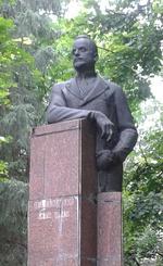 Памятник первому наркому здравоохранения РСФСР Н. А. Семашко