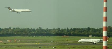 CRJ700 (садится) и CRJ200 в Дюссельдорфе
