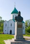 Спасо-Преображенский собор, памятник князю Александру Невскому.